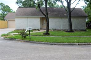 822 Lake Villa Drive, Seabrook, TX 77586