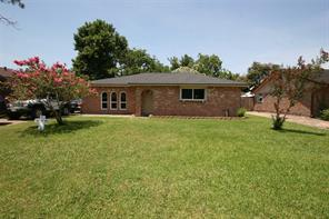 1318 valley drive, angleton, TX 77515