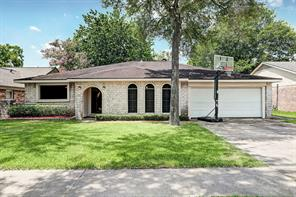 16130 la avenida drive, houston, TX 77062