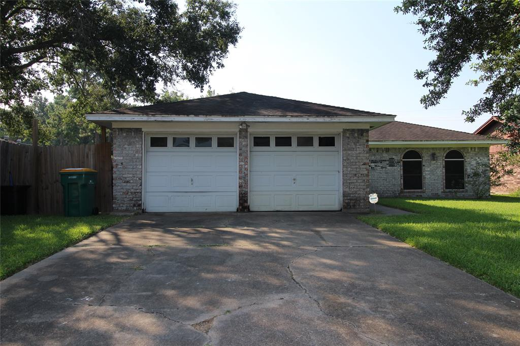 4209 Queenswood Street, Baytown, TX 77521