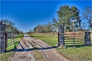 13953 austin colony road, wallis, TX 77485