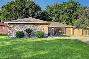 306 Knoll Forest Drive, League City, TX, 77573