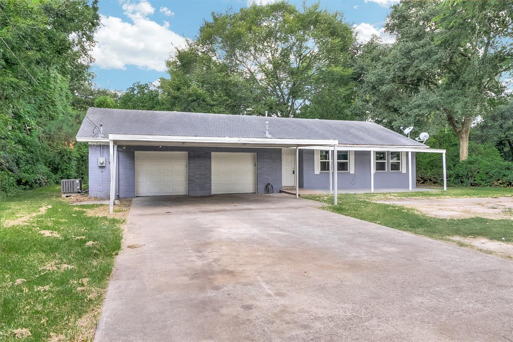 106 N 5th St Street, Highlands, TX 77562