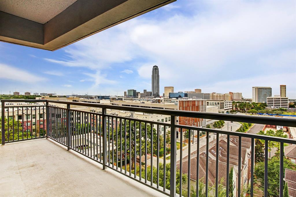 The Highland Tower offers a uniquely comfortable urban lifestyle free from the burden of maintenance & located in the heart of the River Oaks District.Walk to some of Houston's finest shops & restaurants and enjoy all of the amenities of a fine resort.Amenities include*dreamy cook's kitchen with the finest SS appliances and granite countertops open to living area*lavish master suite & bath featuring a breathtaking view of The Galleria*unit is assigned 2 parking spaces & a storage*A real gem!
