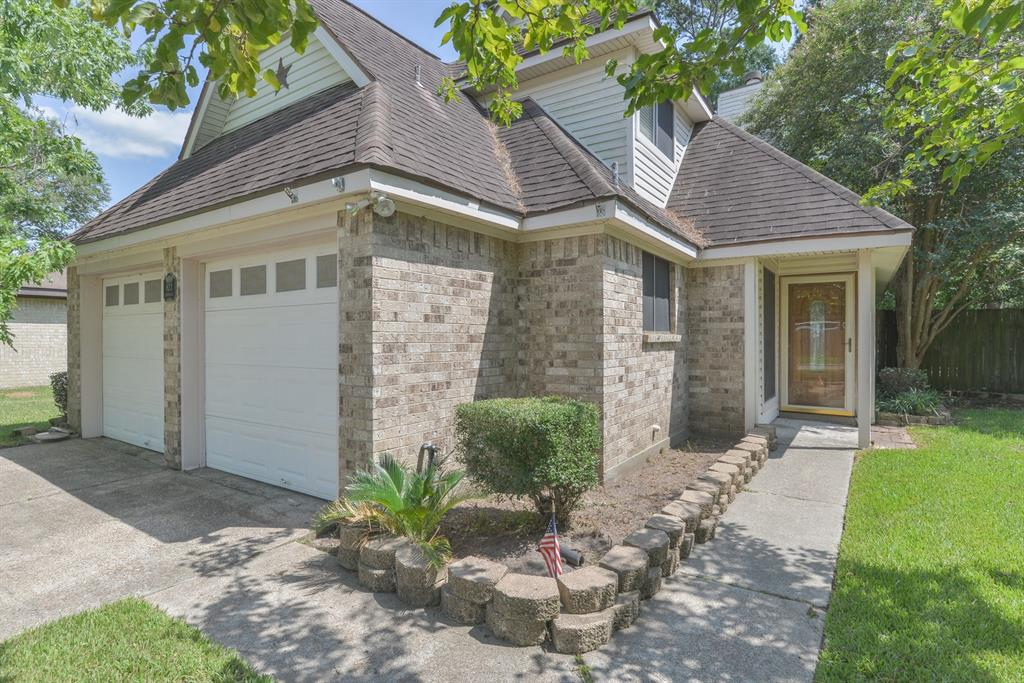 823 Cambridge Drive, Highlands, TX 77562