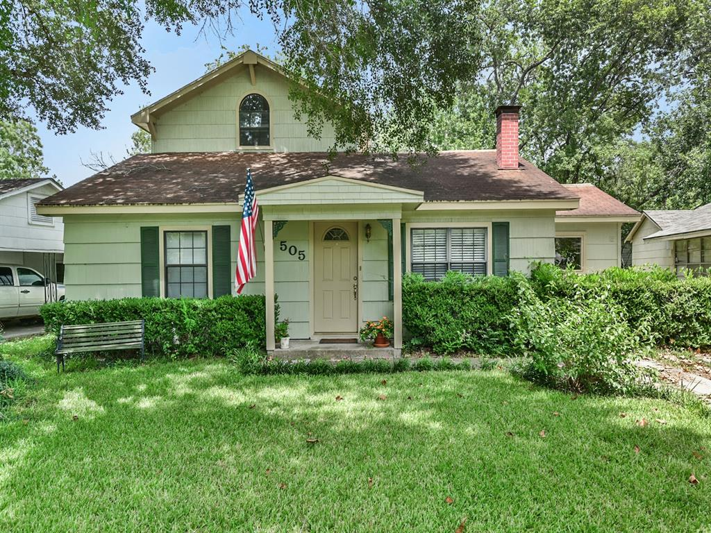 505 N Walnut Avenue, Eagle Lake, TX 77434
