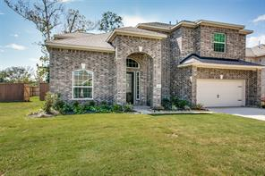 202 timber grove court, clute, TX 77531