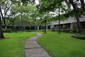 656 S Ripple Creek Drive 656, Houston, TX 77057