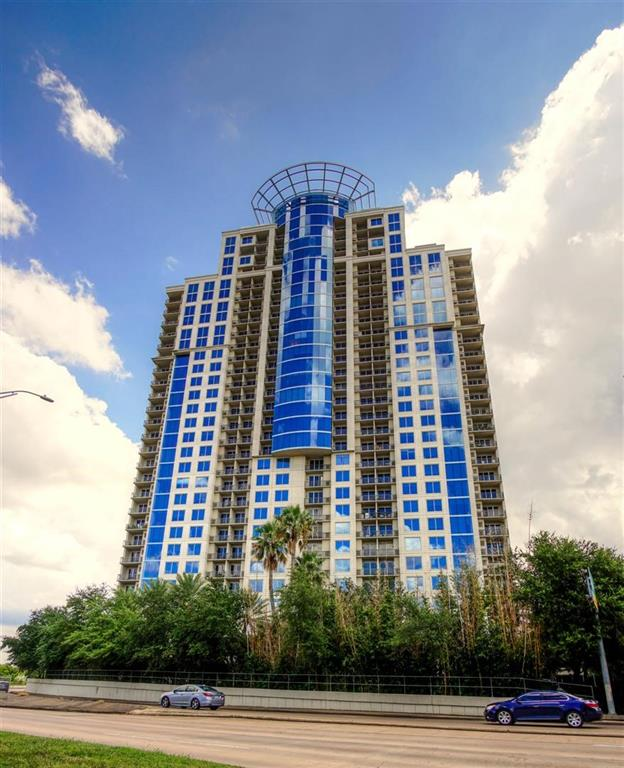 LUXURY LIVING AT ITS FINEST WITH SPETACULAR VIEWS.SPACIOUS UNIT WITH GRANITE OUNTERS IN KTITCHEN,BEAUTIFUL HARDWOOD FLOORS. EXELLENT FLOORPLAN,BUILDING AMENITIES, TOO MUMEROUS TO LIST ALL. CLIMATE CONTROLLED WINE ROOM,FITNESS CENTER, BILLIARDS, POOL & SPA. CONFERENCE ROOM, BALLROOM, GUEST SUITES.