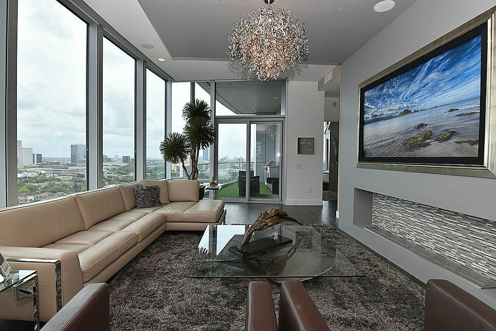 Living area of property at 2727 Kirby, Houston, Texas