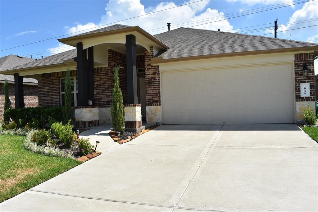 2939 Canadian Goose Lane, Baytown, TX 77521