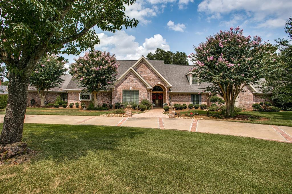 317 E Timbercreek Drive, Lake Jackson, TX 77566