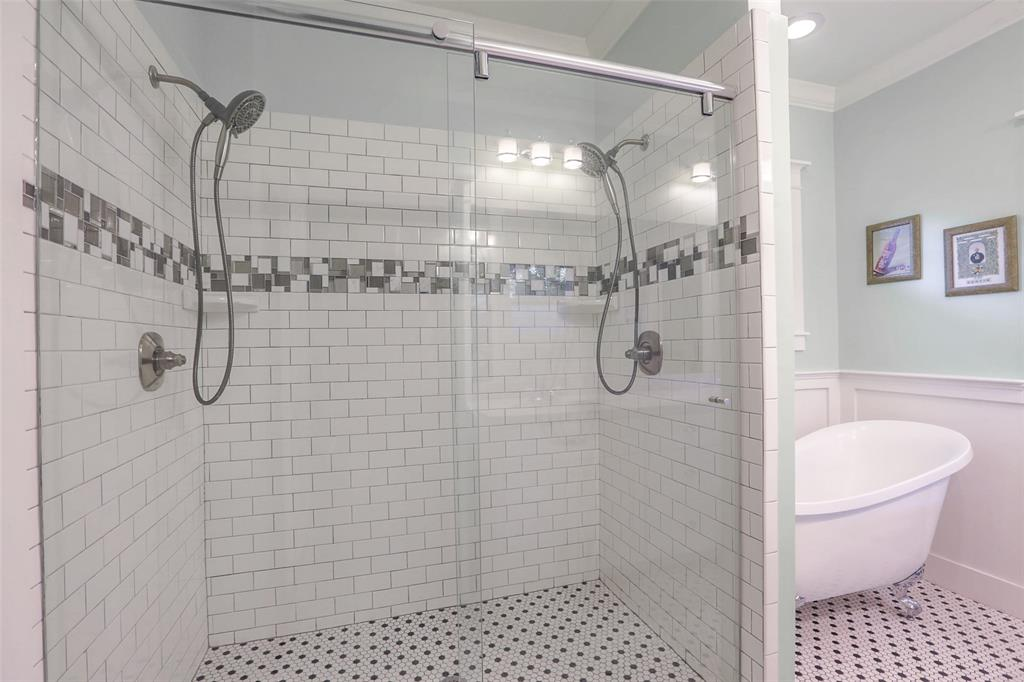 Also, check out this gorgeous shower with two, count'em, two shower heads.