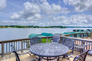 Oversized Deck/patio over looking Open Water of Lake Conroe