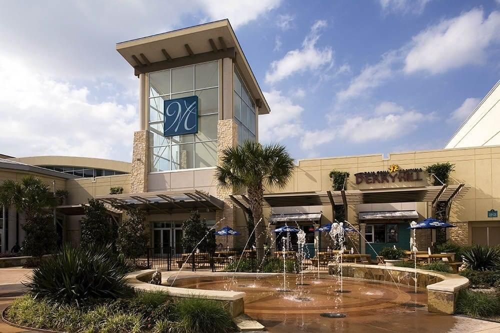 The nearby Memorial City Mall is full of great restaurants and stores!