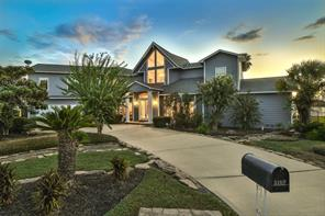 Great Curb Appeal at Sunset!