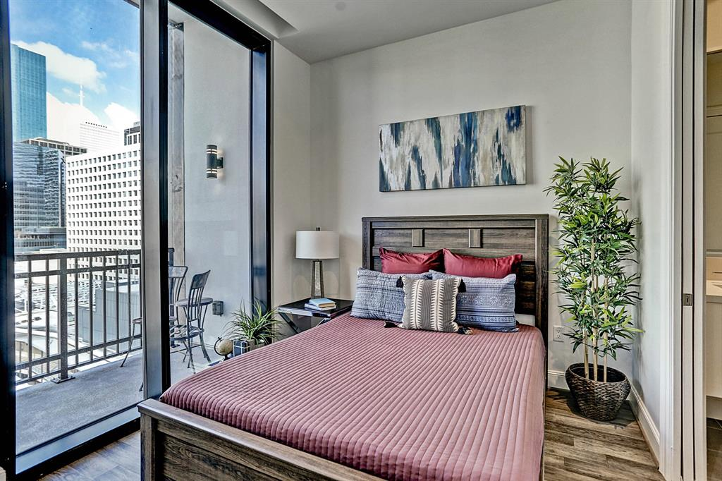 New construction in Downtown Houston.  93 residences with 1,2, and 3 bedrooms. Building features 24hr concierge, valet parking, private garages available, Pied-A-Terre for guests, Starlight Pool and Hot tub, fitness center, steam room, massage room, sauna, and fire pit. Standard features: 10ft ceilings with 10ft of glass, PEDINI Cabinets, hardwood floors in living area. Steps away from Discovery Green, Toyota Center, House of Blues, Phoenicia and MORE!
