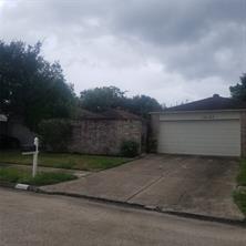16107 Highlander Dr, Houston TX 77082