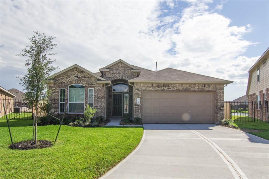 Amazing single story home offers 3 bedroom, 2 bath, and formal dining area. Split floor plan with view from kitchen to breakfast area and a spacious family room. Features beautiful faux wood floors, faux wood blinds, and faux granite countertops. LAWN MAINTENANCE INCLUDED!