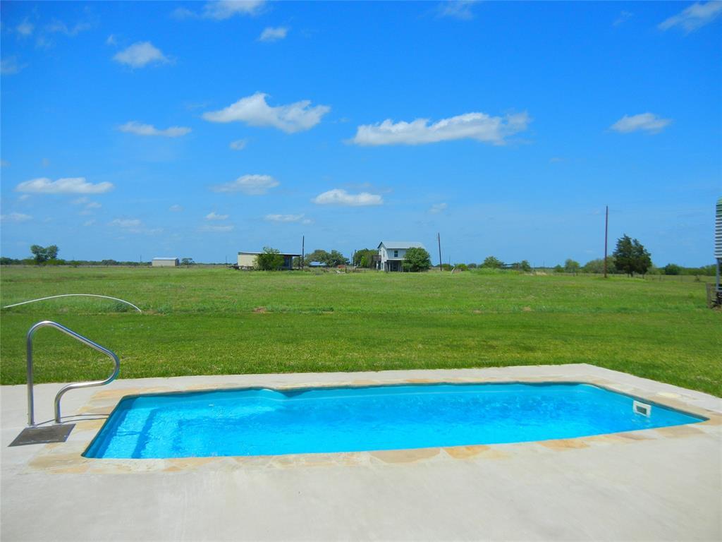 6562 Highway 90A, Hallettsville, TX 77964
