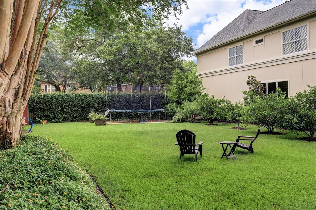 4821 Cedar Street, Bellaire, TX 77401 | Better Homes and Gardens ...