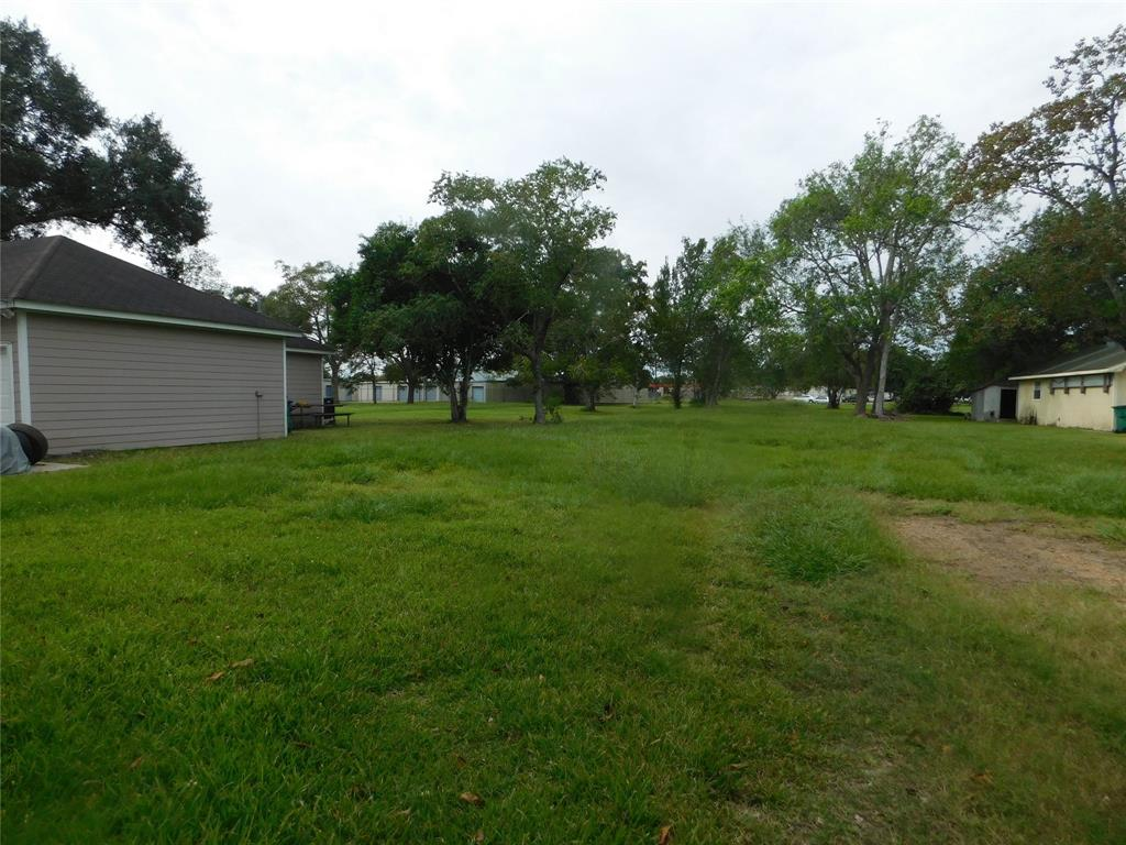 1605 N Wharton St Street, El Campo, TX 77437