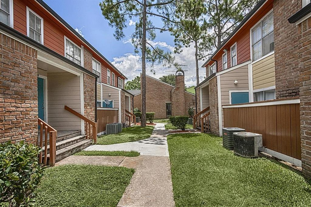 90 Northpoint Drive 04, Houston, TX 77060