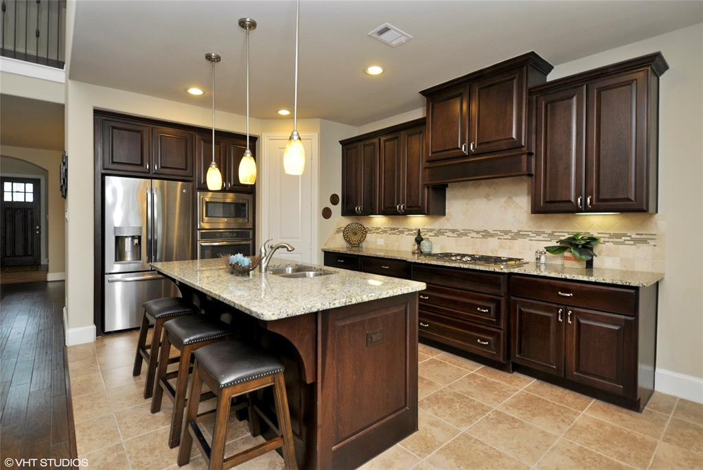 Kitchen Has Upgraded Benedettini Cabinets With Soft Close Drawers, Upgraded  Granite And Walk In Pantry