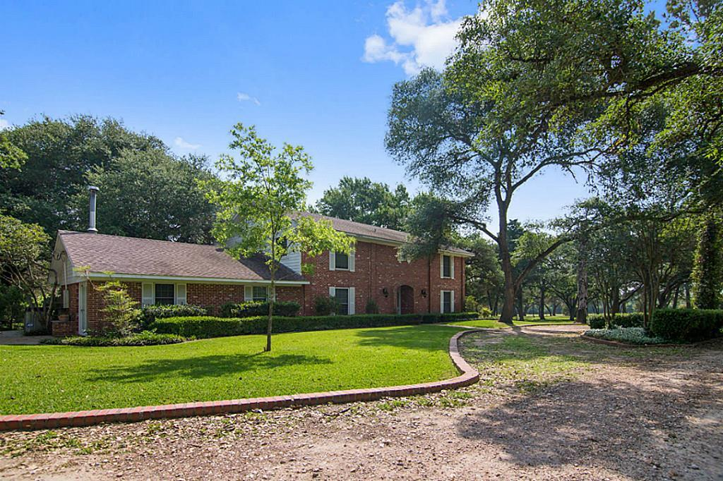 438 Marty Road, Schulenburg, TX 78956