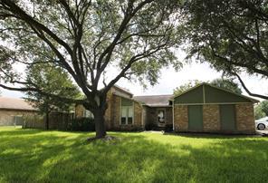 2402 foxglove street, highlands, TX 77562