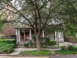 211 drew street, houston, TX 77006