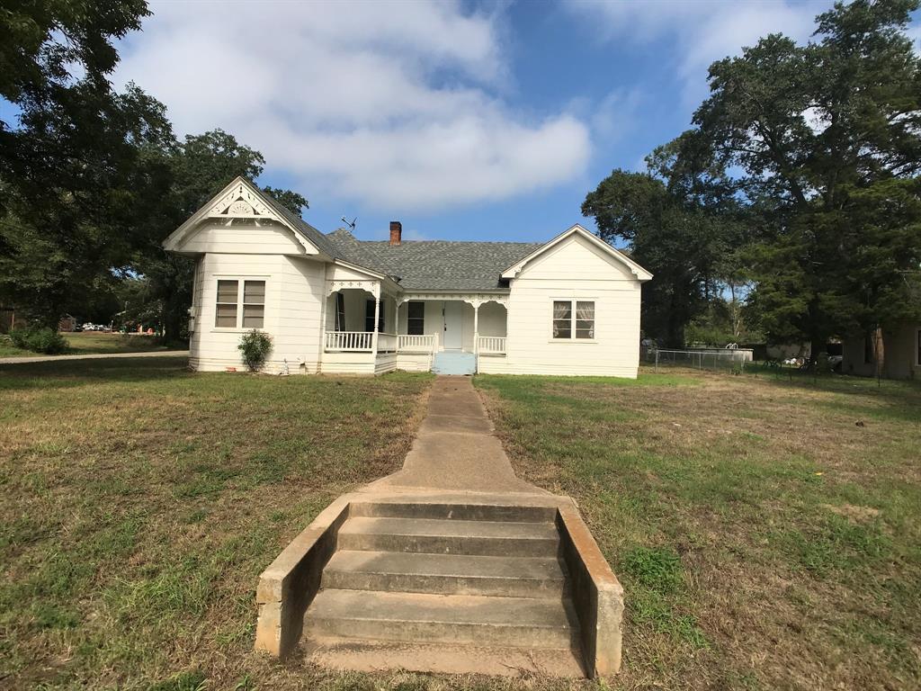 206 W College, Oakwood, TX 75855