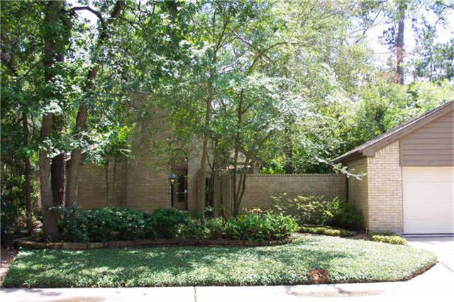 LOCATION, LOCATION, LOCATION!!! DESIGNER RENTAL AT FRONT OF THE WOODLANDS CLOSE TO SHOPPING, EAST SHORE, TOWN CENTER, THE WOODLANDS COUNTRY CLUB & I-45. POOL AND BACKYARD PARADISE WITH OUTDOOR DINING AREA, BUILT IN BBQ AND FLAGSTONE TRAIL. BRAND NEW QUARTZ COUNTERTOPS AND CEDAR FENCE. LOCATED ON A CUL-DE-SAC. POOL SERVICE, W/D AND REFRIGERATOR INCLUDED. AGENT IS OWNER.