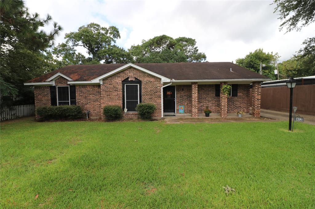 402 E Oak Street, Highlands, TX 77562