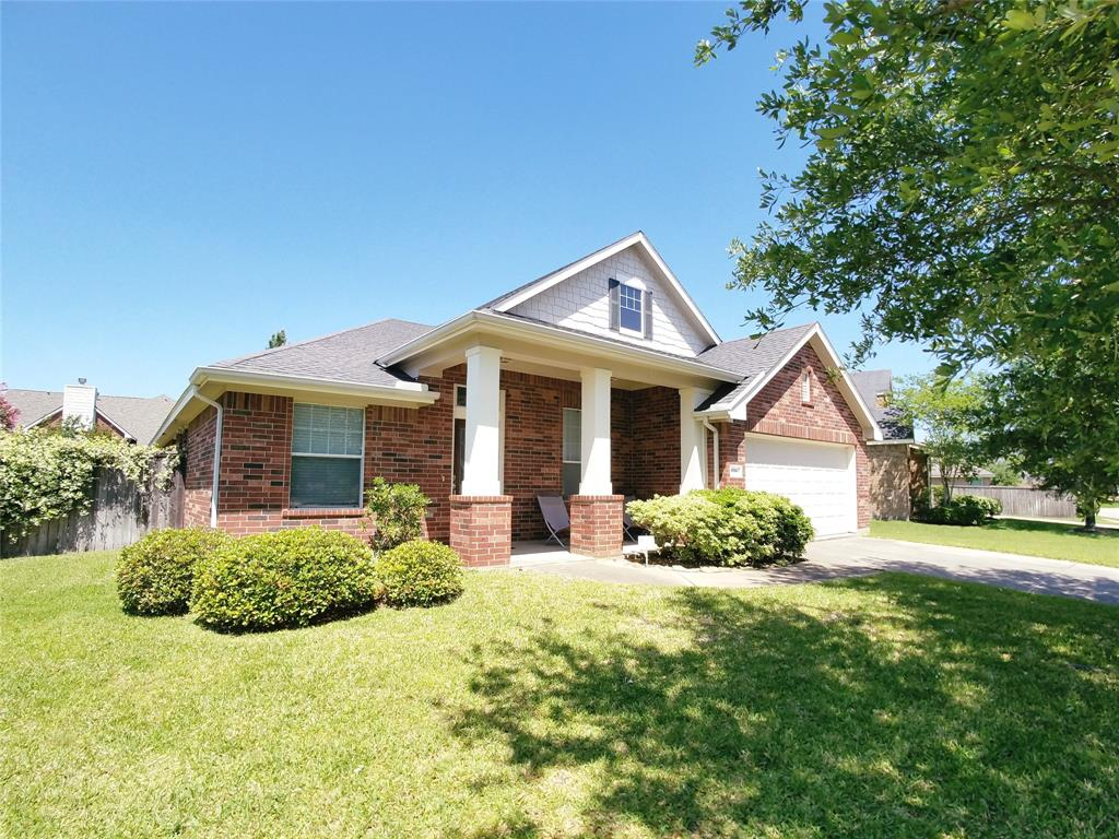 Great 3 bedroom 2 bathroom home in Gleannloch Farms. Home features a study and huge gameroom with a split floor plan.