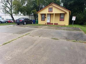 119 e cedar street, angleton, TX 77515