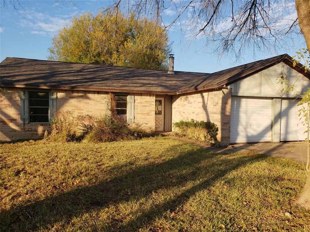 Call about this 4 bedroom 2 Bathroom home today. Located in La Porte, Texas in the Fairmont Park West subdivisioin. Easy access to 225 and Sam Houston Tollway. This home will not last long. Call today for more information.