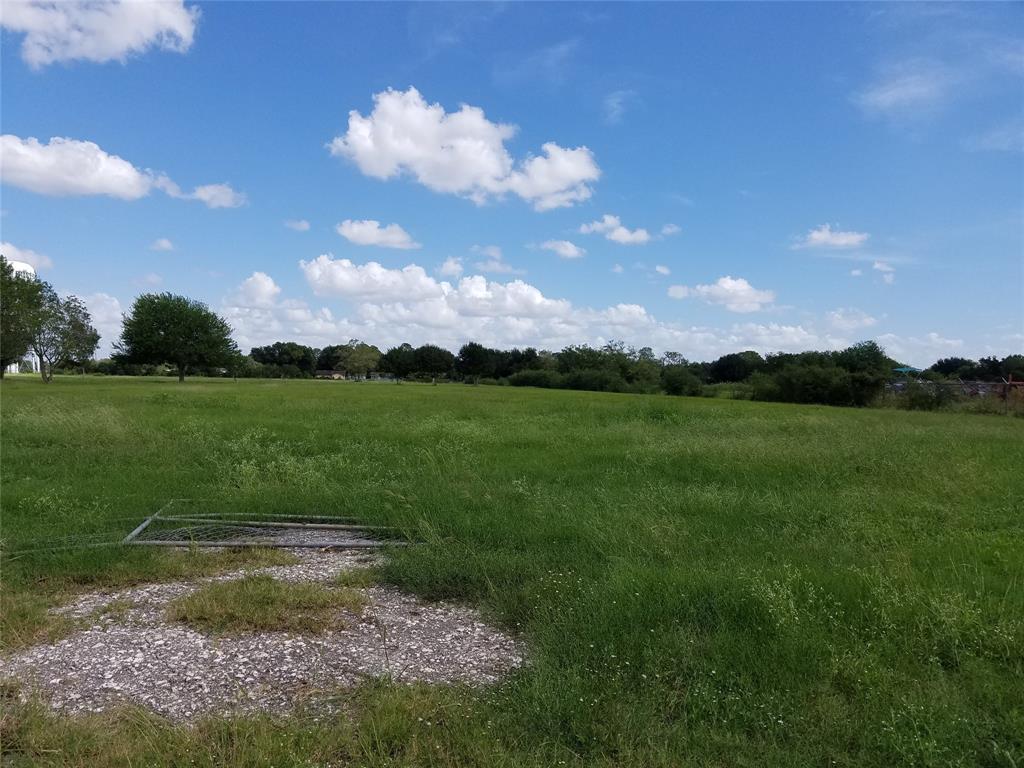 901 Blume Road, Rosenberg, TX 77471
