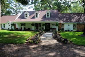 PURE SOUTHERN COUNTRY LIVING. METICULOUSLY RENOVATED SOUTHERN COUNTRY ESTATE 20 MINUTES FROM THE WOODLANDS.