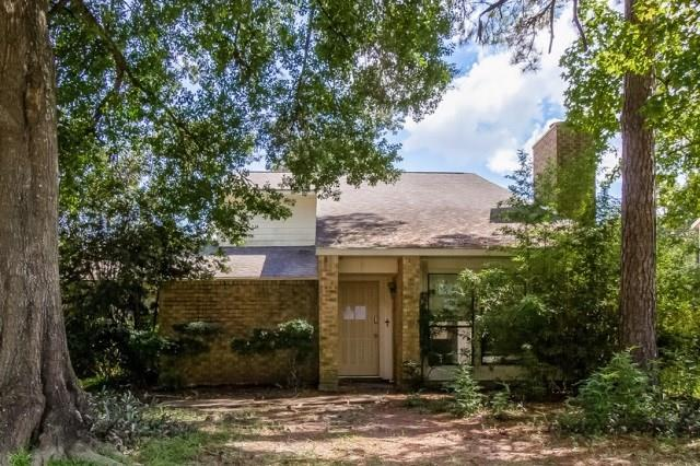 Ranch style home in Kingwood features three bedrooms and two full ad one half bathrooms. Some refreshing is required to make this home move in ready but it is worth the effort. Whether you decide to customize this home for yourself or rent it out, this house is a great option.