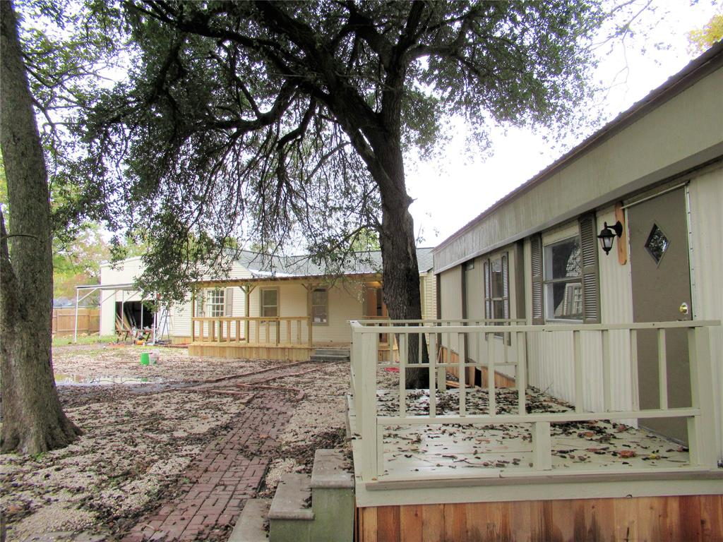 105 Prairie Street, Highlands, TX 77562