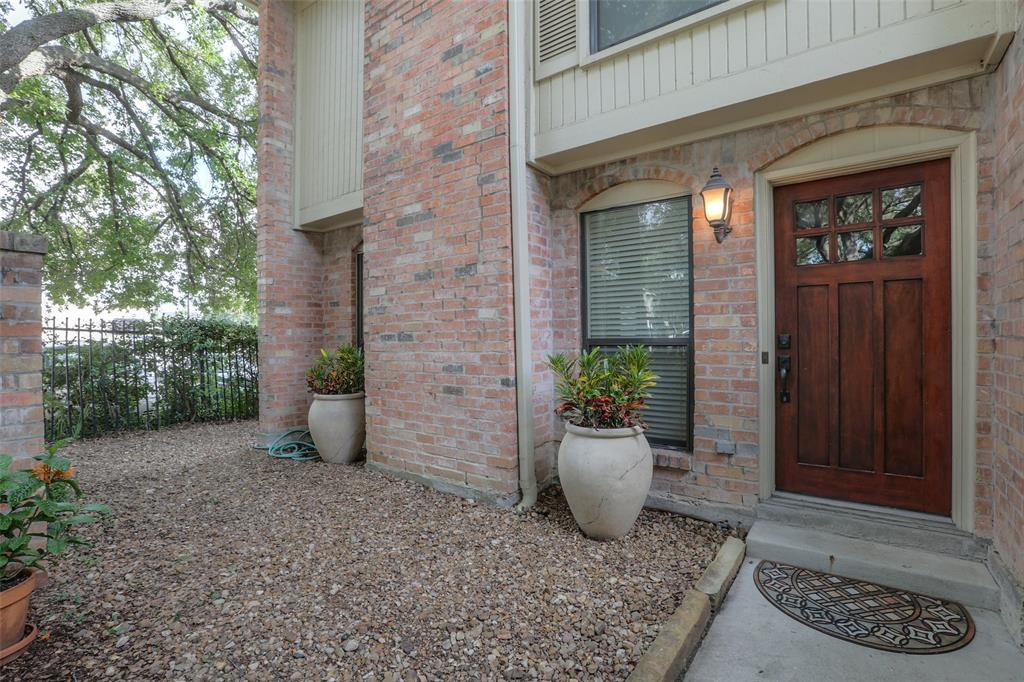 Beautifully updated Townhome located in the Heart of Montrose.