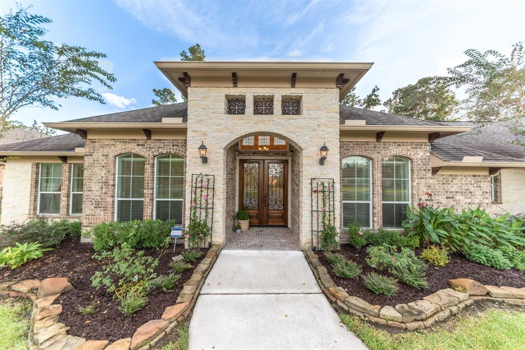 ONE STORY WONDERFUL! This home offers private luxurious living on a full acre! Located in the prestigious Benders Landing Estates and zoned to the BEST Conroe ISD schools (including the new Grand Oaks High School). Situated among stately homes with gorgeous trees. The automatic driveway gate welcomes you. Grand circular drive offers additional parking in addition to the OVERSIZED three car garage. The finishes are superb! The original owners have meticulously cared for the property. Soaring ceilings, HUGE open den/kitchen/dining space allow conversation to easily flow. It's the perfect set-up for holiday gatherings and parties! The two way stone fireplace is an elegant focal point. It's light & bright! Ample storage throughout the home. Split plan with a private master retreat! Huge walk-in closet, jacuzzi tub, & enormous shower w/two spray heads. The chef's kitchen won't disappoint! One of the largest eat-in islands you will find! Stainless appliances, wine fridge, & more! MUST-SEE!