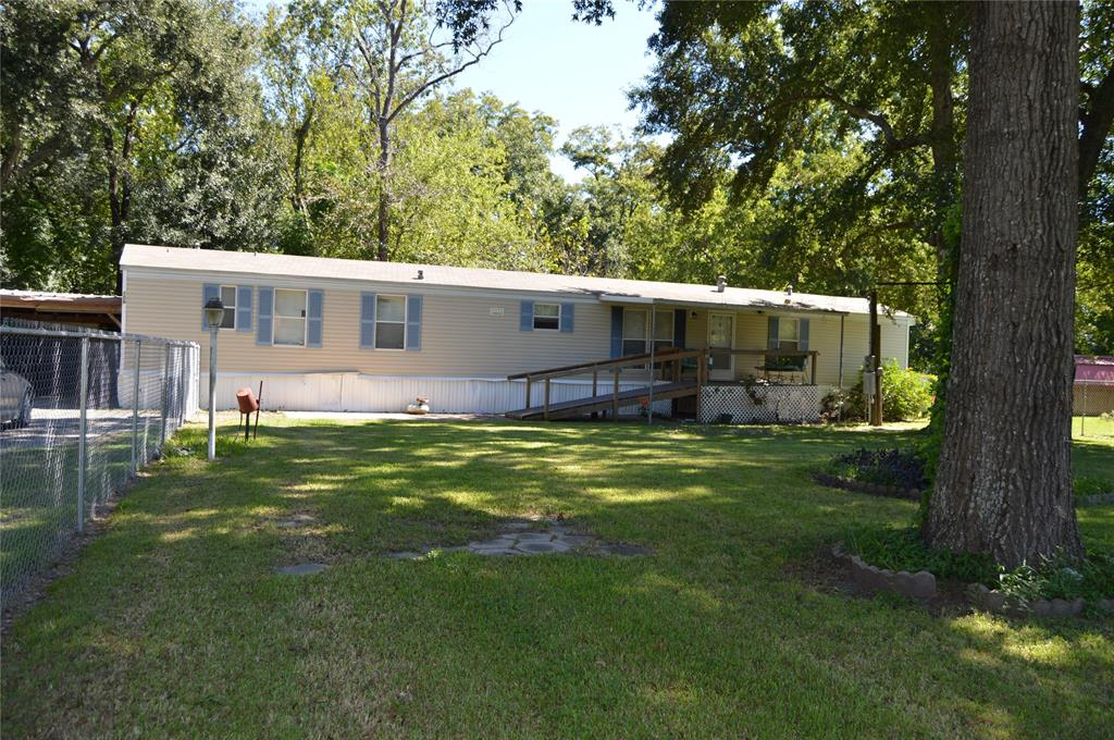 106 Lone Pine Drive, Highlands, TX 77562