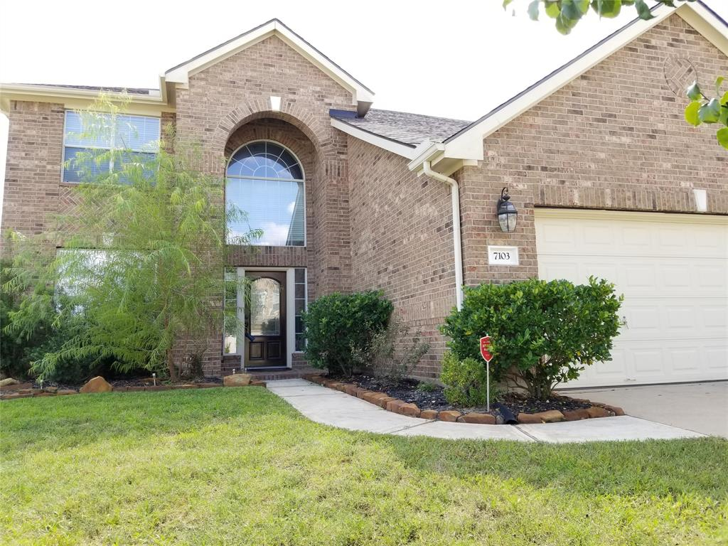 BEAUTIFUL 2-STORY WITH 4-3.5-2 HOME OPEN UP TO HIGH CEILING LIVING ROOM. LARGE TILE IN THE ENTRY WAY, LIVING ROOM, KITCHEN, MASTER BEDROOM AND WET AREA. UPSTAIR WITH ENGINEERING WOOD FLOOR.  INTERIOR, EXTERIOR PAINT AND ROOF OCTOBER 2018.