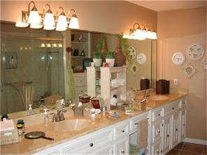 Master Bathroom with MANY drawers and cabinets, perfect for all your needs!