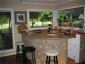 Huge wet bar is perfect for entertaining. Make your refreshments with incredible golf course views at the same time, you ll be sure to impress your guests!!!