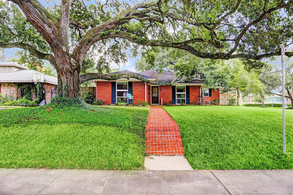 Located in Braes Heights on prestigious Underwood Street and across from acclaimed Mark Twain Elem, this property offers so many opportunities: Update, Live Now/Build Later or Build Now. This exceptionally large ranch house (2,633 Sq. Ft.*) sits on an 8,750* Sq. Ft. lot flanked by two amazingly majestic LIVE OAK TREES. The home features an updated kitchen, recently updated master bath, INSULATED WINDOWS, wood floors, updated PLUMBING (drain lines), an enormous family room (31x19), over-sized utility room/MUDROOM (19x9) and a large flex room (19x10) which could be used as a 4th bedroom or a home office. If building, the majestic Live Oak trees will beautifully accent your new construction. DID NOT FLOOD - house is in the 500-year flood zone (NOT 100-year & sellers' flood insurance is only $450). Selling at lot value & as- is condition. *Appraisal District. All other information per seller. Fantastic Walkability to Mark Twain Elem, Huckleberry Park, YMCA, Library & More.