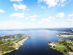 Lake Conroe is one of the largest recreational lakes in Texas. Water sport fans enjoy skiing, boating and swimming; and some people just come out to the lake to disconnect from the hustle & bustle.