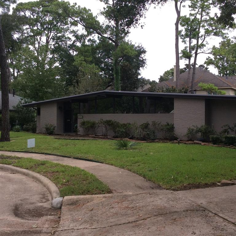 Memorial Bend Mid-Century home on cul-de-sac, 3 bedroom, formal living room & dinning room 